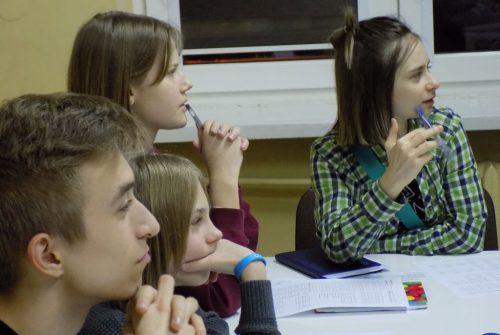 Kursy angielskiego dla młodzieży w Black Horse rozwijają umiejętności komunikowania się w sytuacjach codziennych